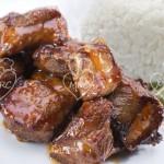 Costillas a la miel con arroz al vapor