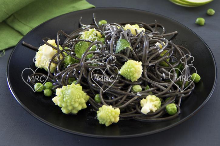 receta Thermomix TM5 TM31espaguetis negros con verduras y romanesco