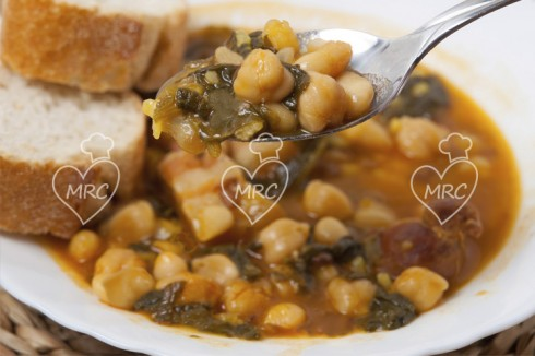 potaje de garbanzos, espinacas y chorizo