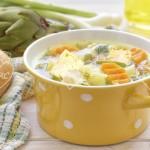 Sopa de verduras y alcachofas