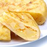 Tortilla de patatas y cebolla tradicional