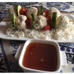 Brochetas de pollo con arroz basmati y salsa agridulce