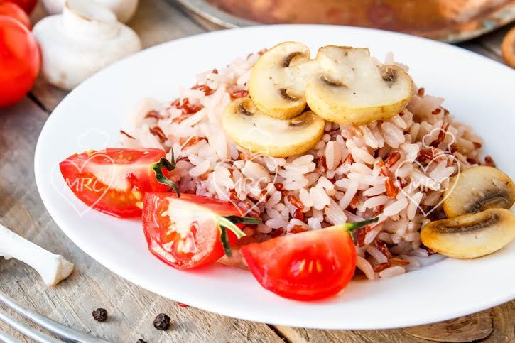 arroz basmati y arroz rojo con champiñones y tomate natural