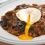 Berenjenas confitadas con huevos poché