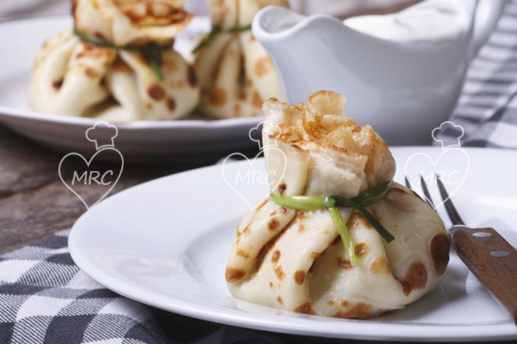 Creps o crepes salados de esparragos con gambas