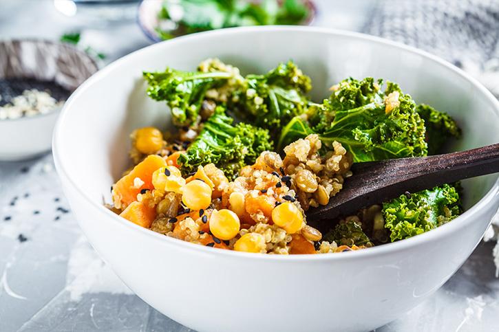 receta vegana de garbanzos, quinoa y verduras preparado con Thermomix