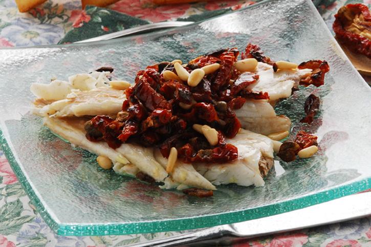 receta thermomix lubina al vapor con tomate seco y piñones