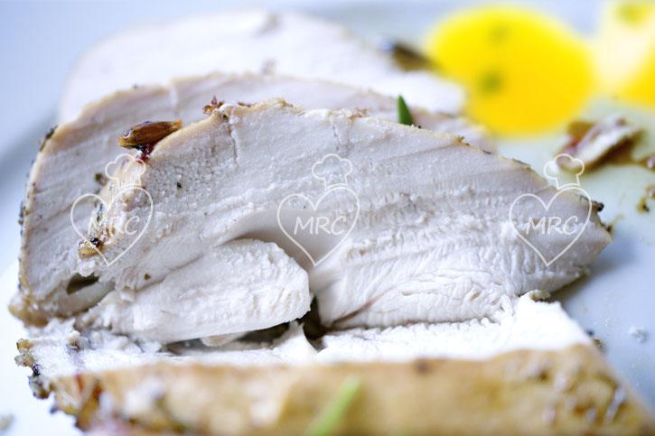 Pechuga de pavo a las finas hierbas a la sal y patatas al vapor