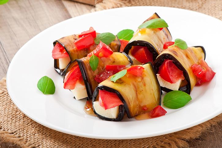 rollitos de berenjena con tomate, queso mozzarella cocinado en el varoma del Thermomix