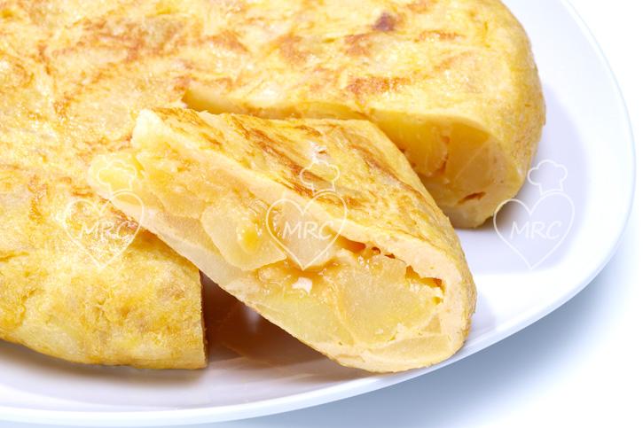 sigue la receta guiada de tortilla de patata con cebolla con thermomix