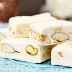 Turrón de chocolate blanco con frutos secos