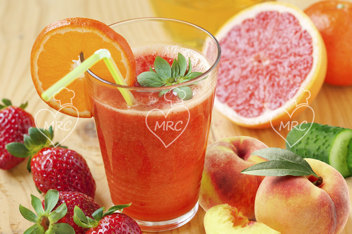 zumo de pomelo, fresas, melocoton, pepino preparado con thermomix